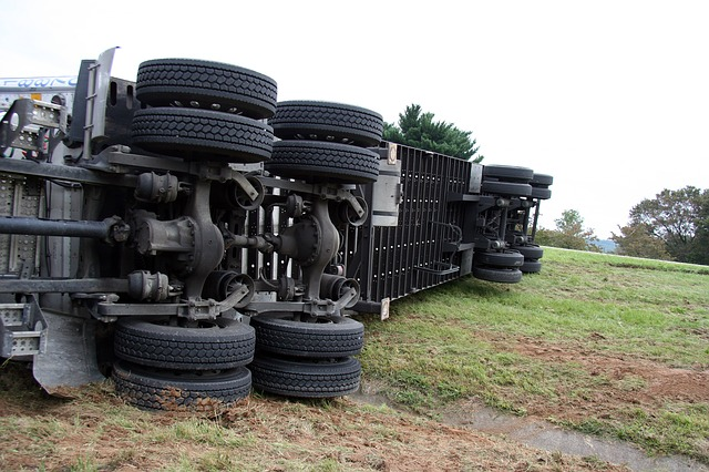 Forsyth, GA – Tractor-Trailer Accident on I-75 Leads to Delays and Injuries
