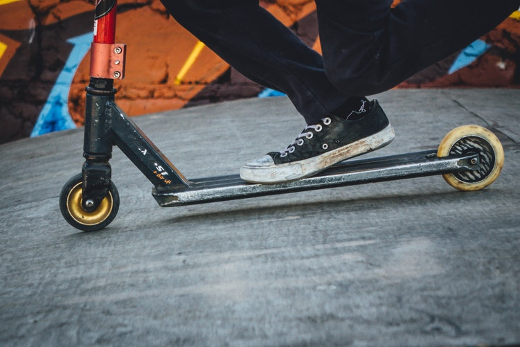 Atlanta, GA – Scooter Accident Leads to Injuries on North Ave