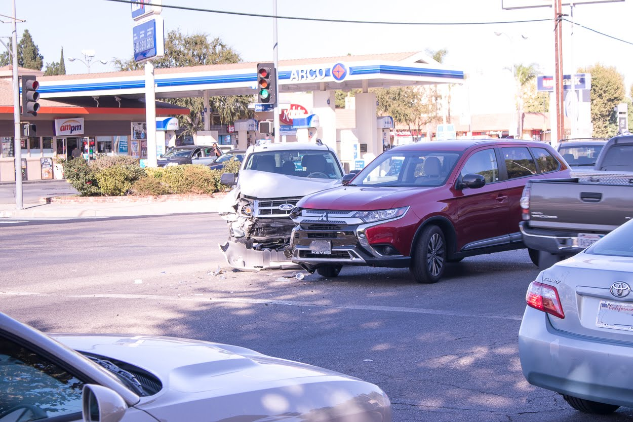Marietta, GA – Car Crash at S Marietta Pkwy and Cobb Pkwy